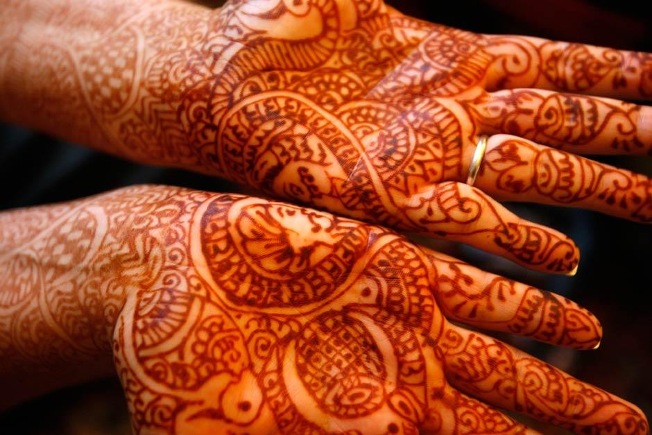 henna hands for wedding